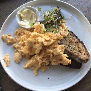 Scrambled eggs at De Clieu